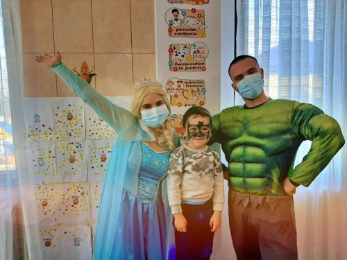 Petrecere cu Elsa și Hulk