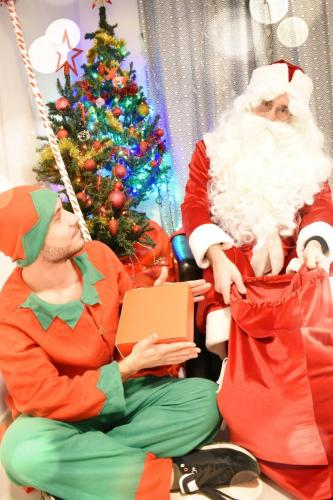 Moș Crăciun și ajutorul său-Spiridușul
