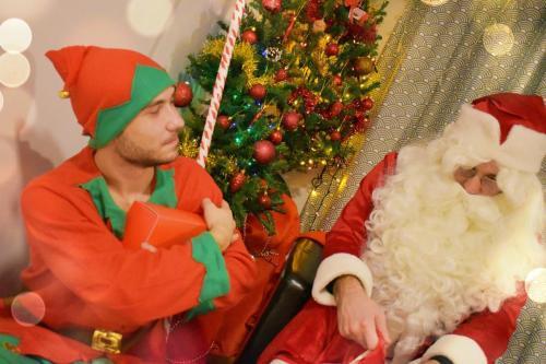 Moș Crăciun cu Spiridușul