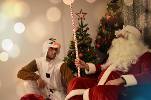 Moș Crăciun și Olaf