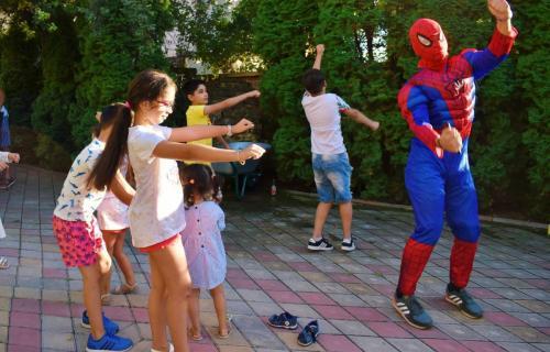 Dansuri_și_coregrafii_pentru_copii_-_Spiderman_animator_AnimaDisney