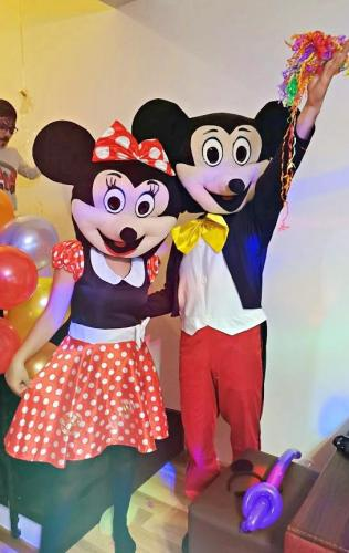 Mascotele Mickey și Minnie Mouse