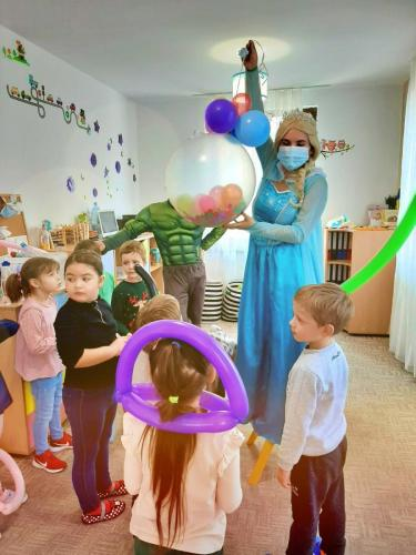 Elsa și balon jumbo